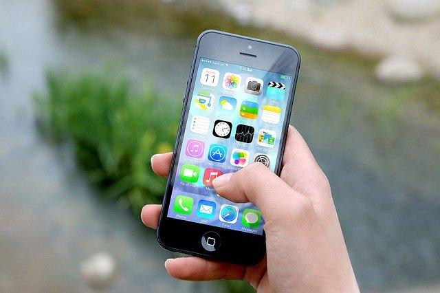 Smartfon dla seniora - nowoczesne urządzenie dla starszych osób