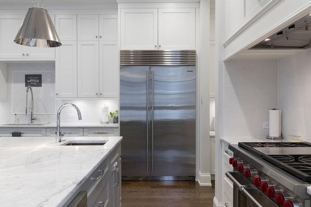 Duża lodówka do zabudowy - wygoda w kuchni